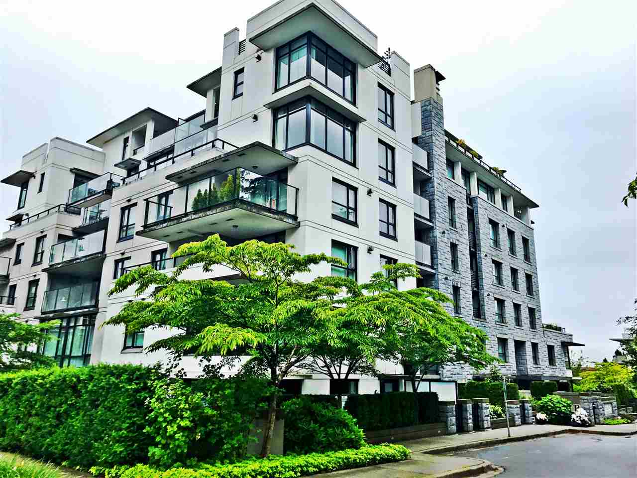 "Main Photo: 405 6018 IONA Drive in Vancouver: University VW Condo for sale in ""Argyll House West"" (Vancouver West)  : MLS® # R2178903"