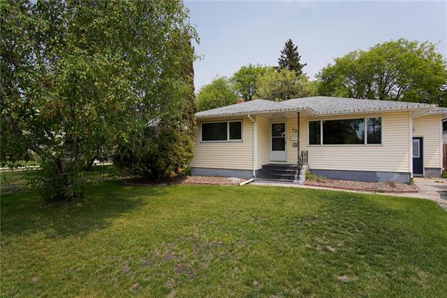FEATURED LISTING: 10 Bathgate Bay Winnipeg
