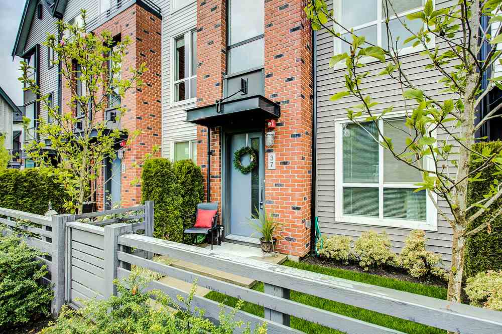 "Main Photo: 37 2325 RANGER Lane in Port Coquitlam: Riverwood Townhouse for sale in ""Freemont Blue"" : MLS®# R2271071"