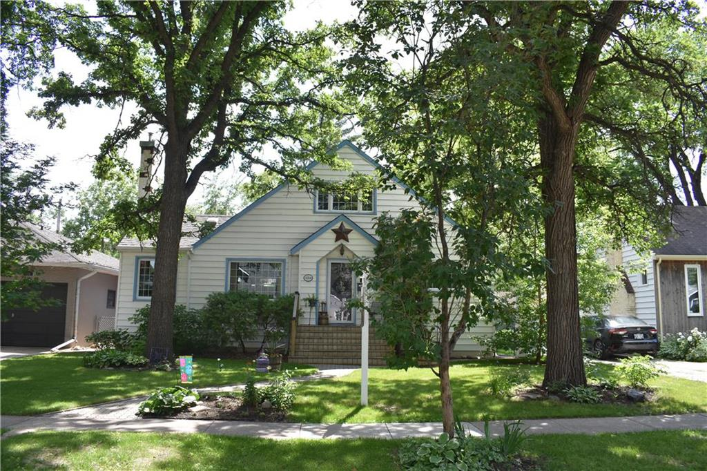 FEATURED LISTING: 124 Hazel Dell Avenue Winnipeg