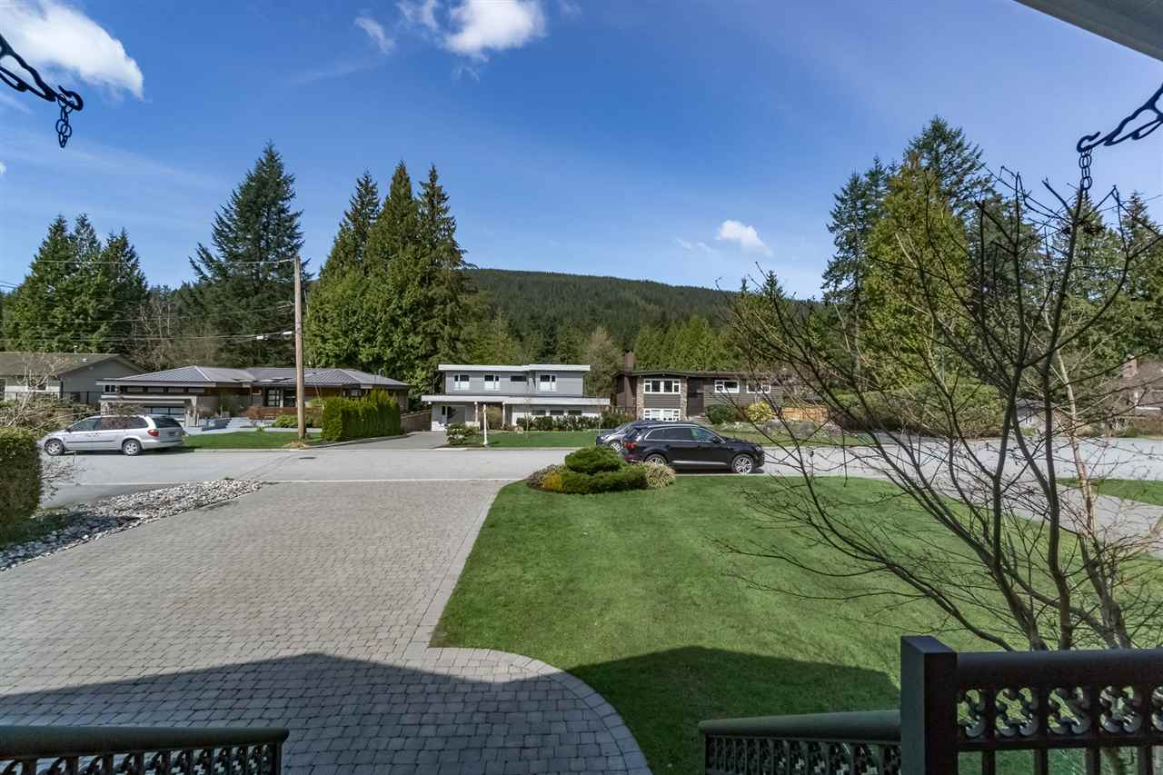 Main Photo: 645 E CARISBROOKE Road in North Vancouver: Princess Park House for sale : MLS® # R2204863