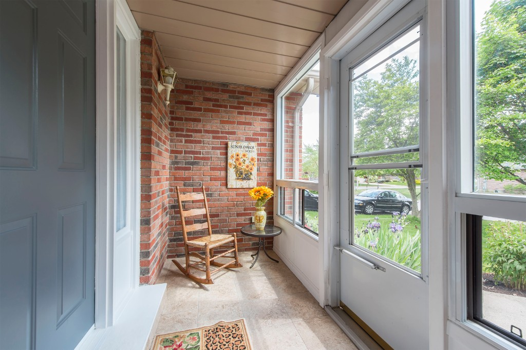 Photo 6: 547 Wallace Street in Burlington: Brant House (Bungalow) for sale : MLS® # W3214999