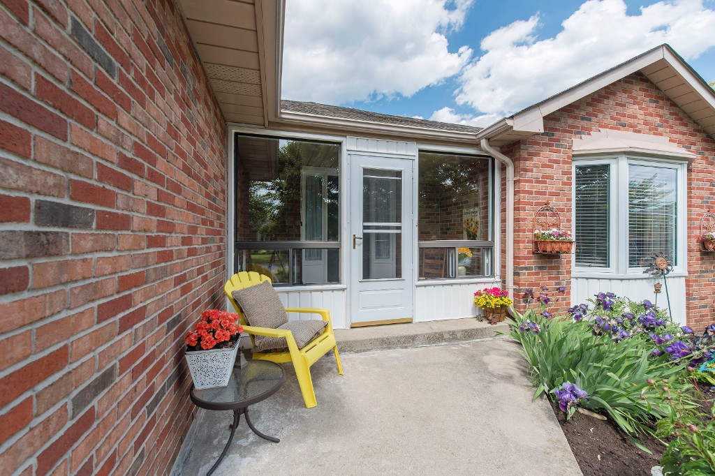 Photo 4: 547 Wallace Street in Burlington: Brant House (Bungalow) for sale : MLS® # W3214999
