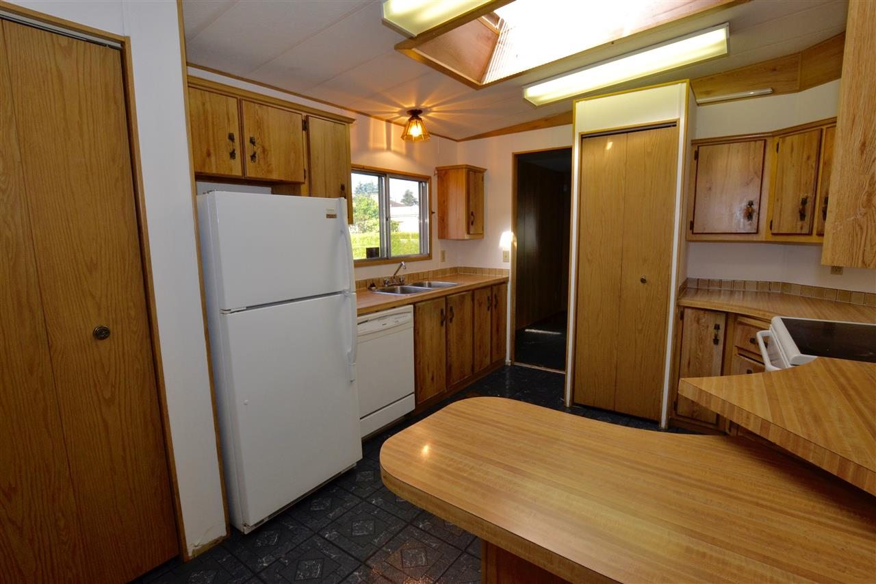 "Photo 13: 19 8670 156 Street in Surrey: Fleetwood Tynehead Manufactured Home for sale in ""Westwood"" : MLS® # R2077661"