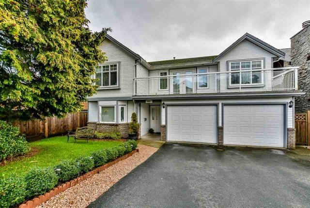 Main Photo: 823 E 13TH Street in North Vancouver: Boulevard House for sale : MLS(r) # R2176280