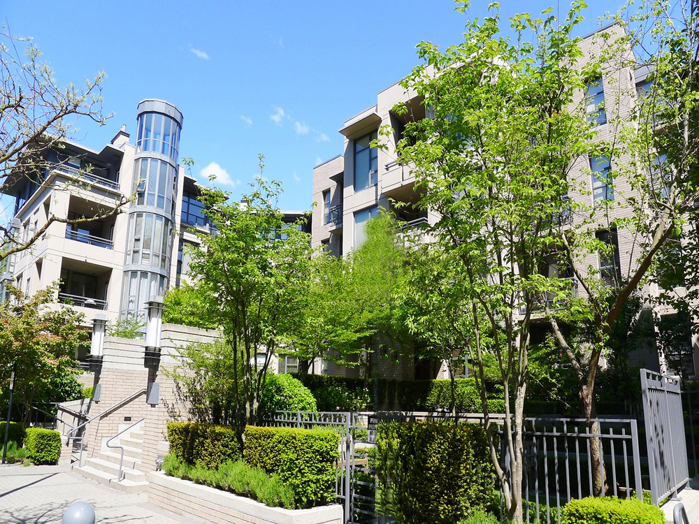 FEATURED LISTING: 412 - 2263 REDBUD Lane TROPEZ
