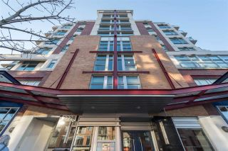 "Main Photo: PH802 2228 W BROADWAY in Vancouver: Kitsilano Condo for sale in ""The Vine"" (Vancouver West)  : MLS® # R2227819"