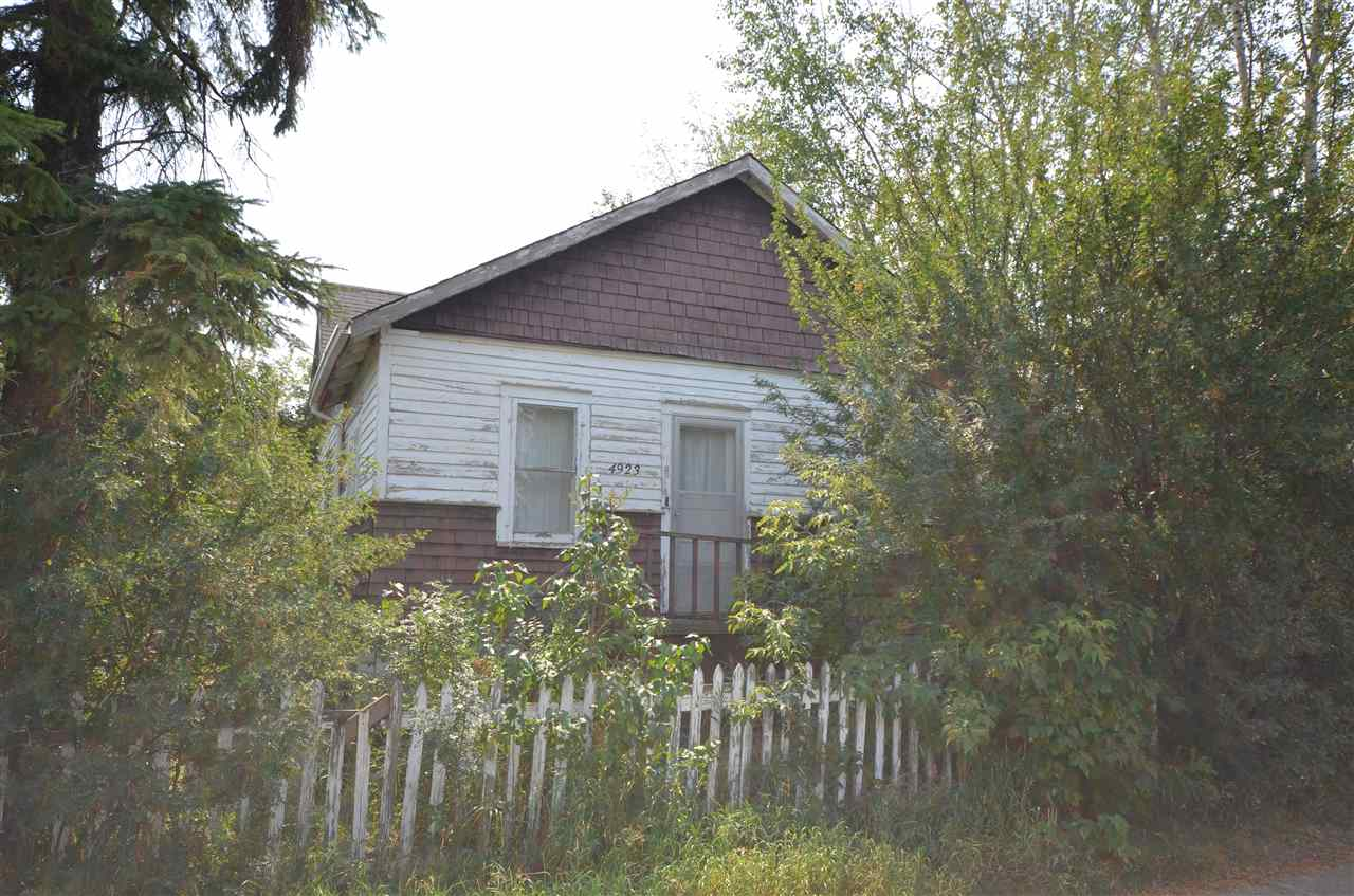 Main Photo: 4923 50 Ave Bon Accord Fixer Upper House and Big Lot For Sale E4124413