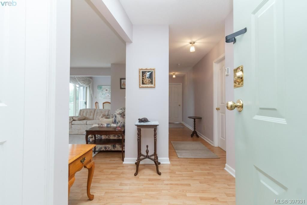 Main Photo: 403 1597 Mortimer Street in VICTORIA: SE Mt Tolmie Condo Apartment for sale (Saanich East)  : MLS®# 397931