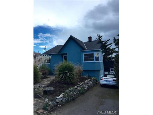 Main Photo: 1871 Cochrane Street in VICTORIA: SE Camosun Single Family Detached for sale (Saanich East)  : MLS® # 374005
