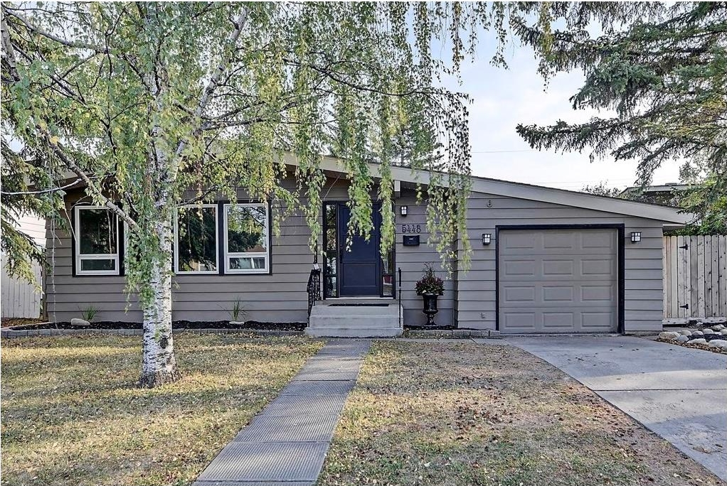 Main Photo: 5448 LA SALLE Crescent SW in Calgary: Lakeview House for sale : MLS® # C4136427