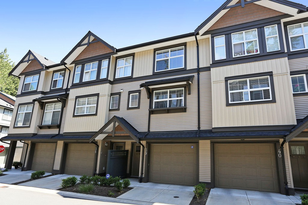 "Main Photo: 39 6123 138 Street in Surrey: Sullivan Station Townhouse for sale in ""PANORAMA WOODS"" : MLS® # R2087165"