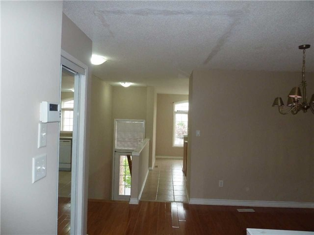 Photo 3: 3342 Redpath Circle in Mississauga: Lisgar House (3-Storey) for sale : MLS® # W3686017