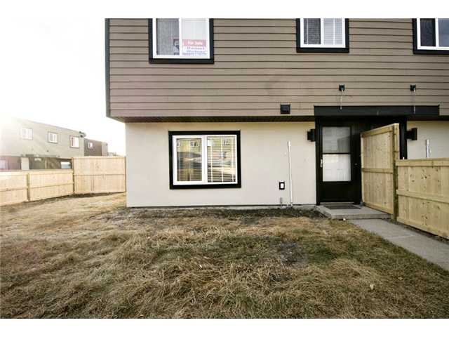 Photo 18: 107 3809 45 Street SW in CALGARY: Glenbrook Townhouse for sale (Calgary)  : MLS® # C3499753