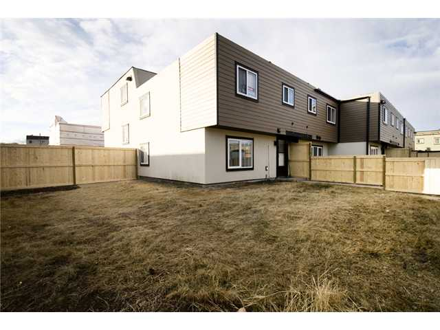 Photo 17: 107 3809 45 Street SW in CALGARY: Glenbrook Townhouse for sale (Calgary)  : MLS® # C3499753