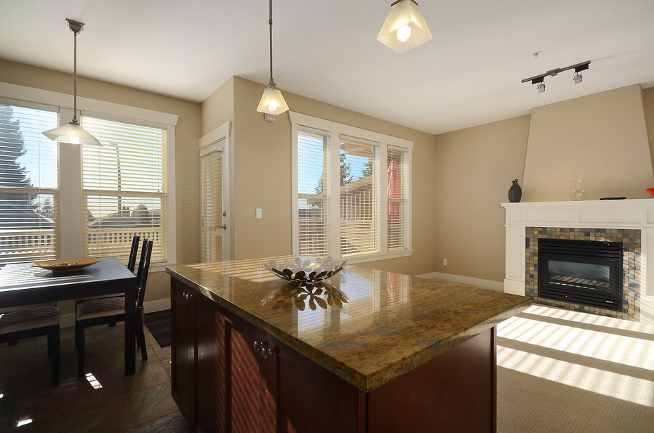 "Main Photo: 229 E QUEENS RD in North Vancouver: Upper Lonsdale Townhouse for sale in ""QUEENS COURT"" : MLS®# V1045877"