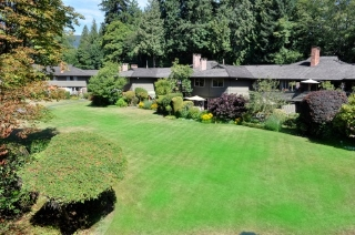 "Main Photo: 1243 235 KEITH Road in West Vancouver: Cedardale Condo for sale in ""SPURAWAY GARDENS"" : MLS® # R2198839"