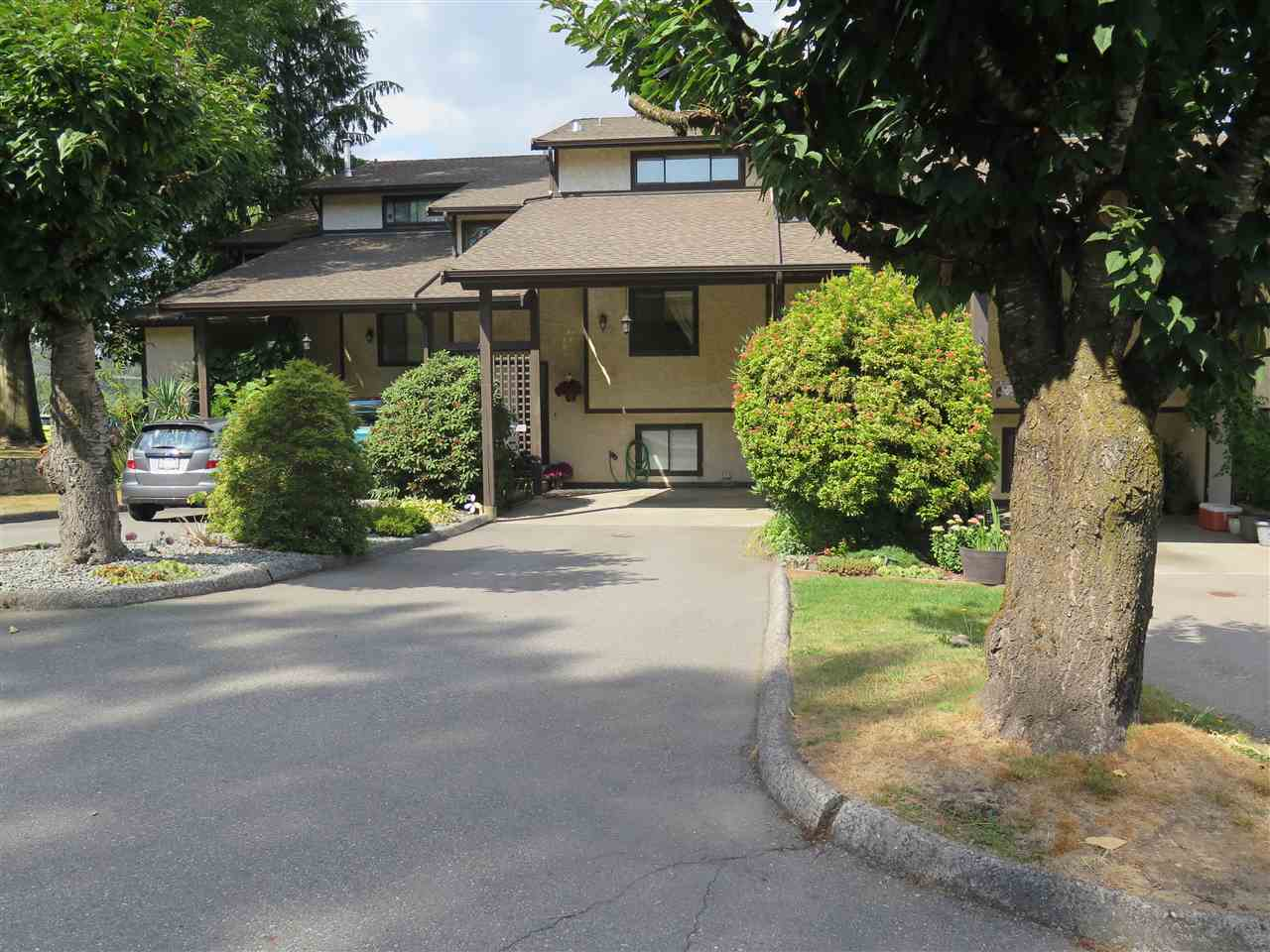 Main Photo: 15 33361 WREN Crescent in Abbotsford: Central Abbotsford Townhouse for sale : MLS®# R2301814