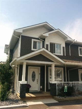 Main Photo: 9 500 GROVE Drive: Spruce Grove Townhouse for sale : MLS® # E4083928