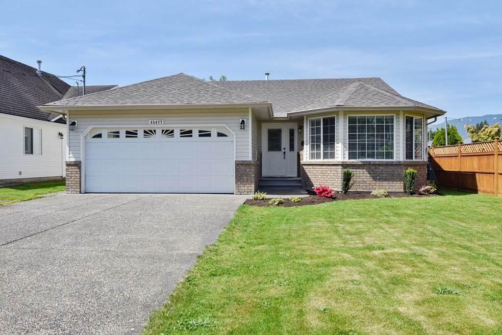 "Main Photo: 45477 CRESCENT Drive in Chilliwack: Chilliwack W Young-Well House for sale in ""CHILLIWACK WEST"" : MLS®# R2269646"