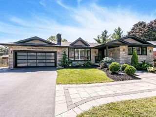 Main Photo: 2232 CLARENDON PARK Drive in Burlington: Residential for sale : MLS®# H4035360