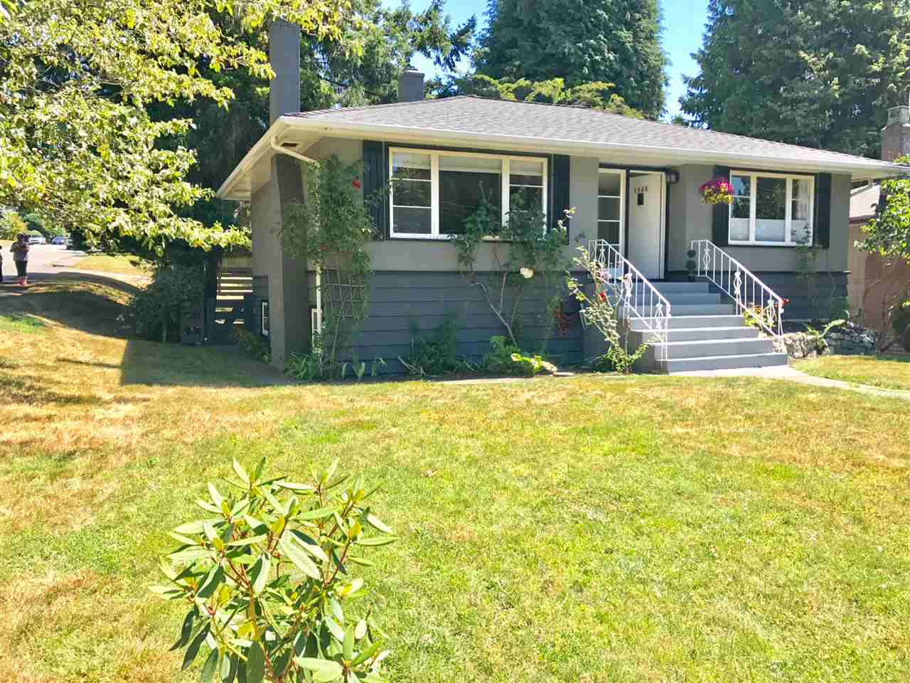 Main Photo: 1956 WESTVIEW Drive in North Vancouver: Hamilton House for sale : MLS® # R2191109