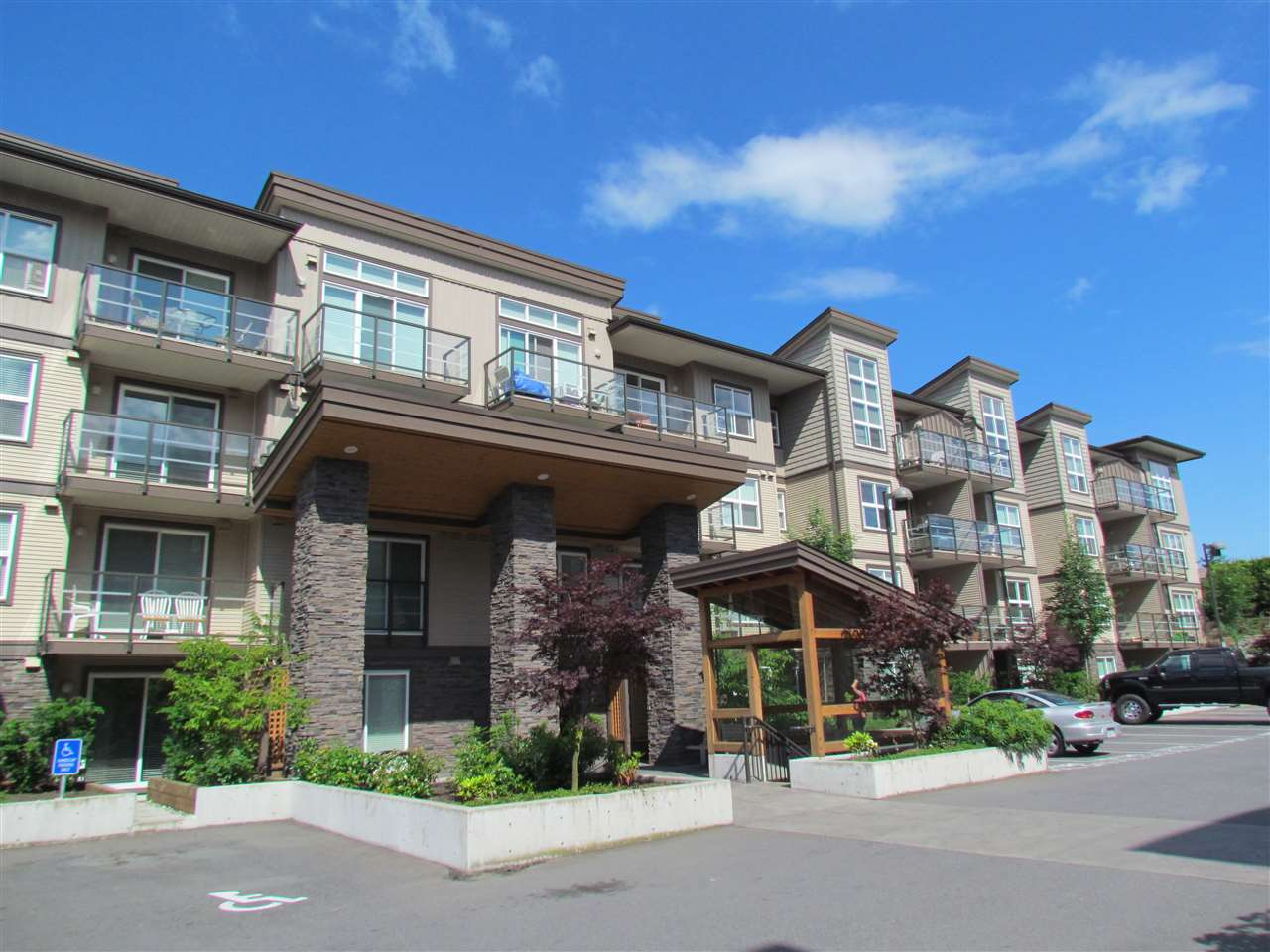 "Main Photo: 105 30515 CARDINAL Avenue in Abbotsford: Abbotsford West Condo for sale in ""Tamarind Westside"" : MLS®# R2210378"