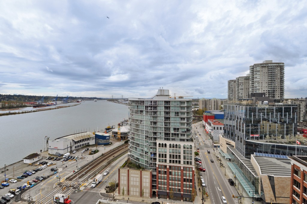 "Main Photo: 1903 668 COLUMBIA Street in New Westminster: Quay Condo for sale in ""TRAPP+HOLBROOK"" : MLS®# R2156236"