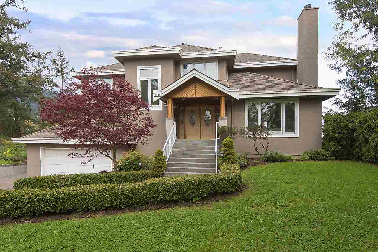 Main Photo: 4948 PINETREE Crescent in West Vancouver: Upper Caulfeild House for sale : MLS(r) # R2172985
