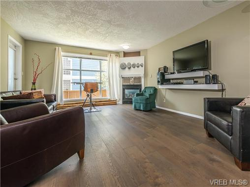 Main Photo: 104 1007 Caledonia Avenue in VICTORIA: Vi Central Park Condo Apartment for sale (Victoria)  : MLS®# 368871