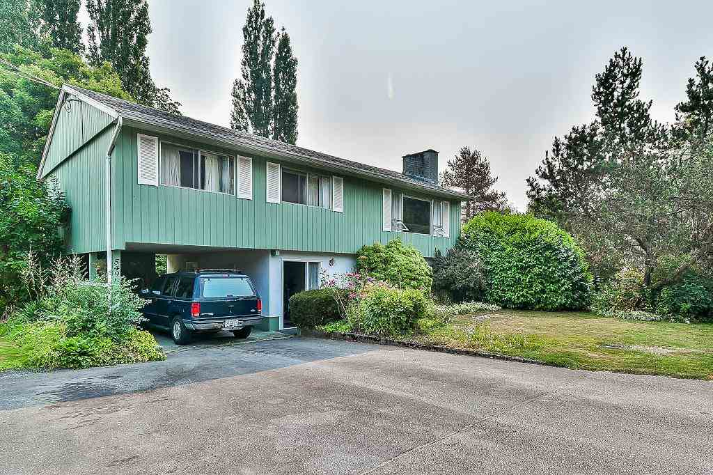 Main Photo: 5490 BRYDON Crescent in Langley: Langley City House for sale : MLS®# R2193252