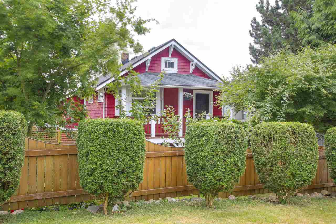 Main Photo: 709 E 6TH Street in North Vancouver: Queensbury House for sale : MLS(r) # R2191266