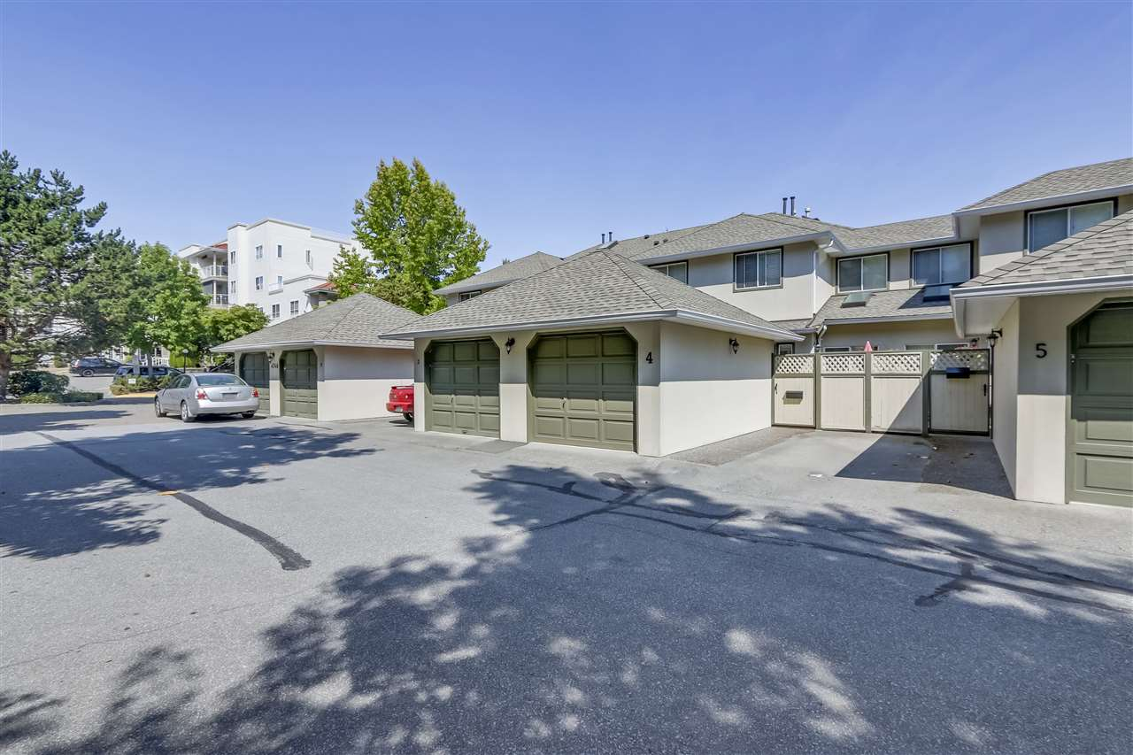 "Main Photo: 4 4748 53 Street in Delta: Delta Manor Townhouse for sale in ""SUNNINGDALE ESTATES"" (Ladner)  : MLS®# R2299946"