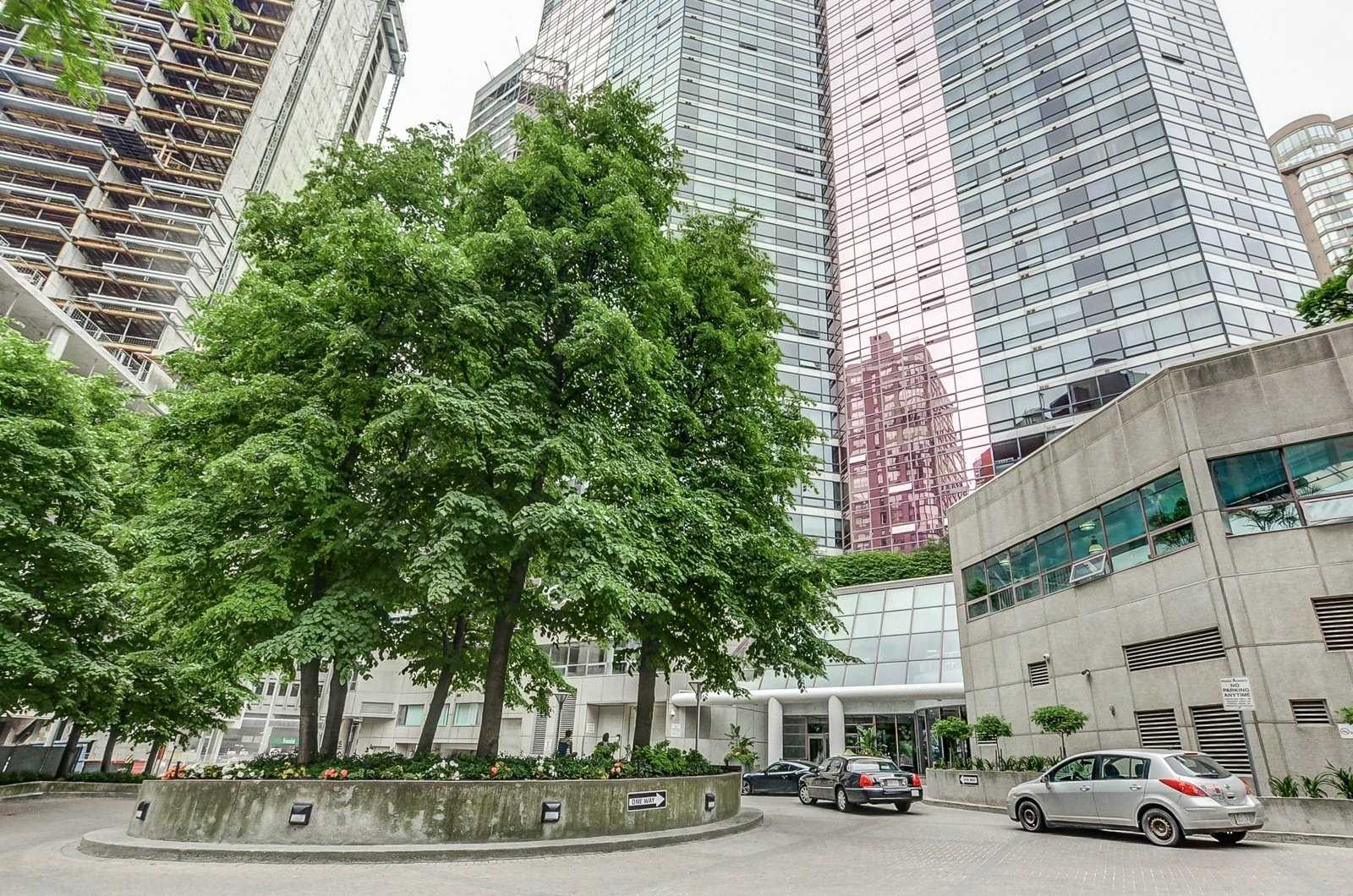 FEATURED LISTING: 3009 - 1001 Bay Street Toronto
