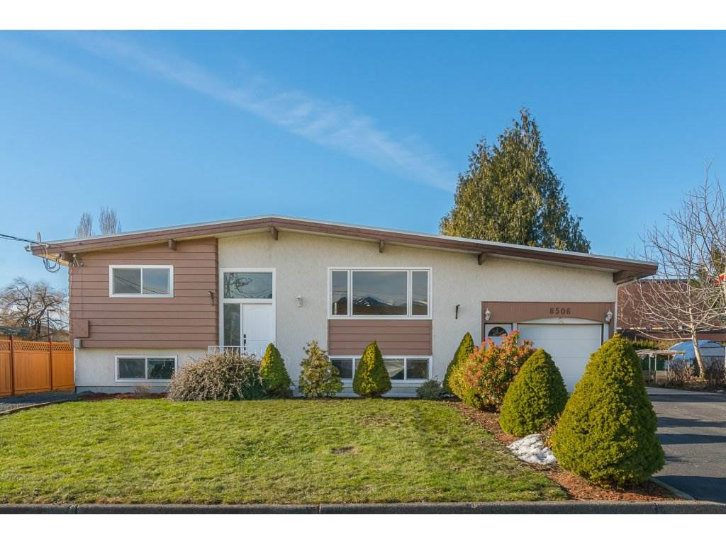 Main Photo: 8506 HOWARD Crescent in Chilliwack: Chilliwack E Young-Yale House for sale : MLS®# R2135206
