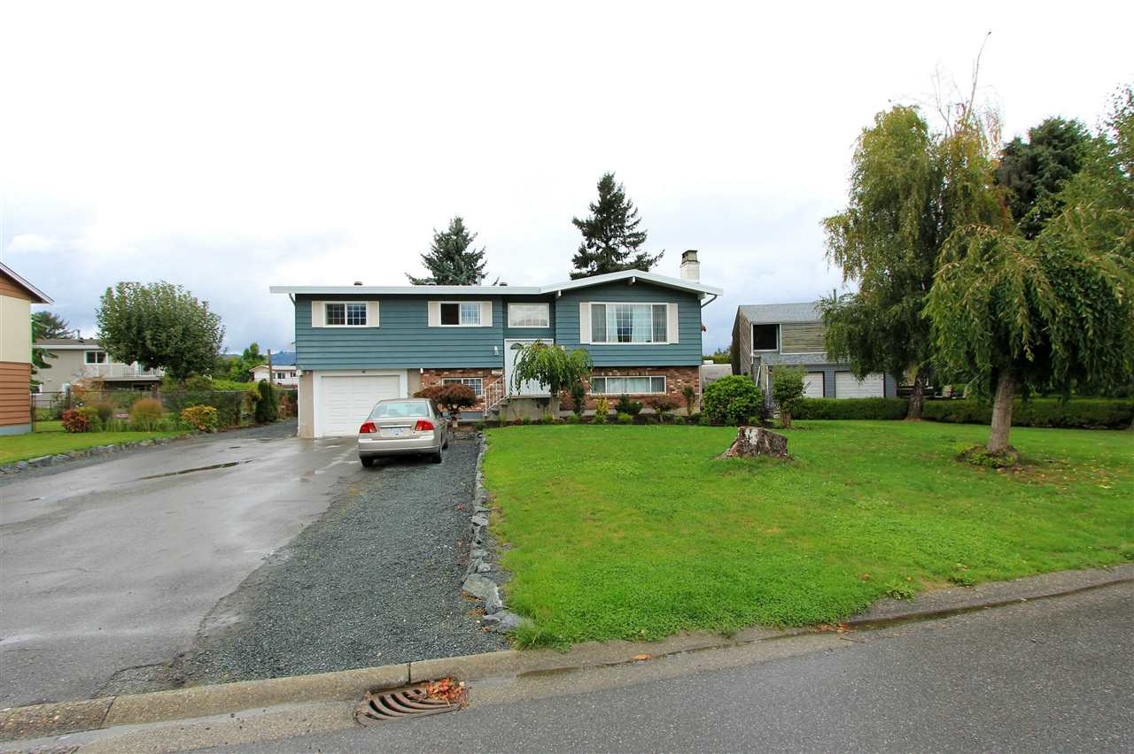 Main Photo: 45879 SILVER Avenue in Sardis: Sardis East Vedder Rd House for sale : MLS®# R2214449