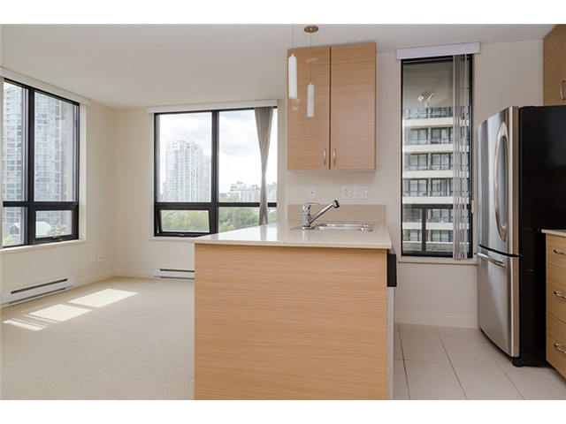 Photo 7: 704 909 MAINLAND Street in Vancouver: Yaletown Condo for sale (Vancouver West)  : MLS® # V1072136