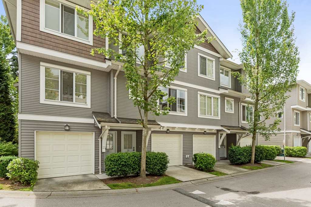 "Main Photo: 23 15155 62A Avenue in Surrey: Sullivan Station Townhouse for sale in ""Oaklands"" : MLS®# R2090060"