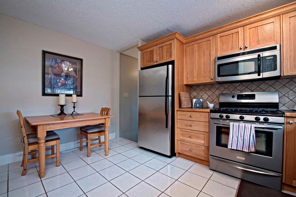 Photo 9: 3743 LOGAN Crescent SW in Calgary: Lakeview House for sale : MLS® # C4131777