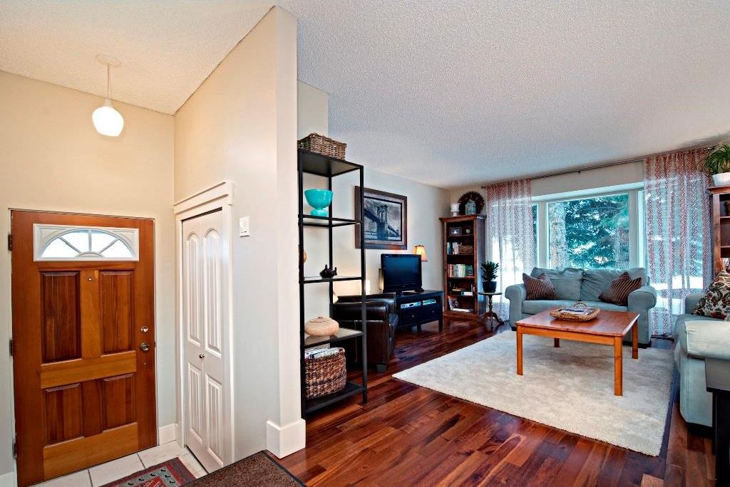 Photo 2: 3743 LOGAN Crescent SW in Calgary: Lakeview House for sale : MLS® # C4131777