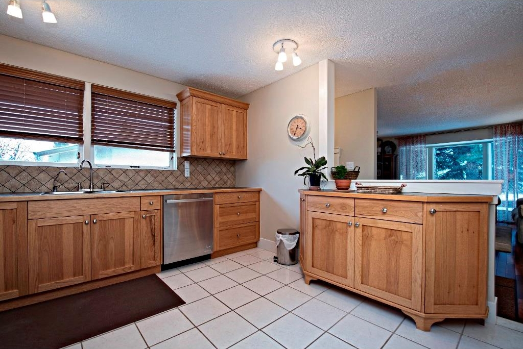 Photo 8: 3743 LOGAN Crescent SW in Calgary: Lakeview House for sale : MLS® # C4131777