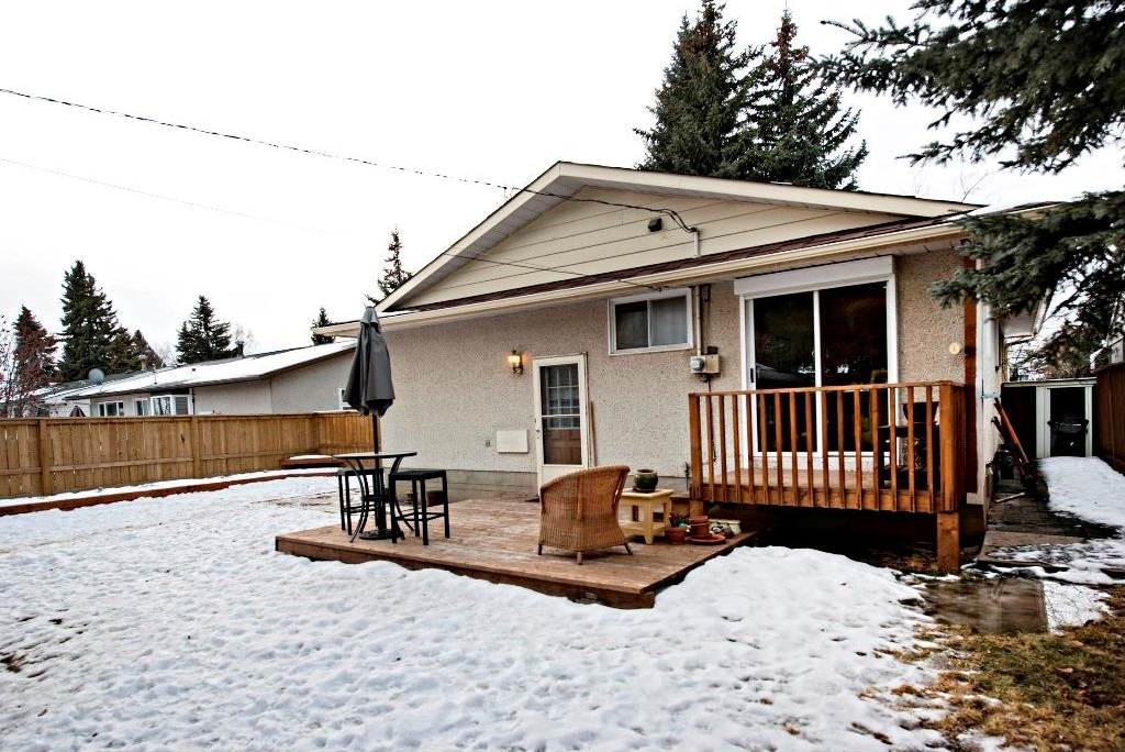 Photo 19: 3743 LOGAN Crescent SW in Calgary: Lakeview House for sale : MLS® # C4131777