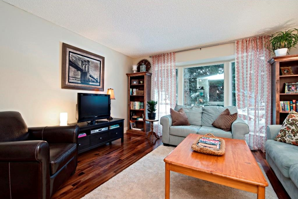 Photo 4: 3743 LOGAN Crescent SW in Calgary: Lakeview House for sale : MLS® # C4131777