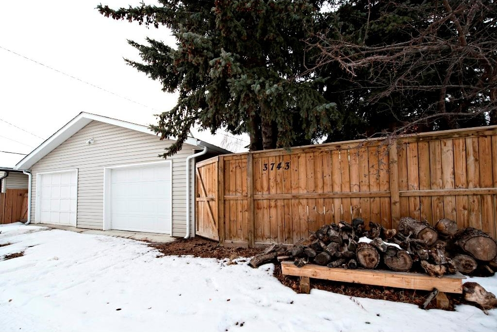 Photo 20: 3743 LOGAN Crescent SW in Calgary: Lakeview House for sale : MLS® # C4131777