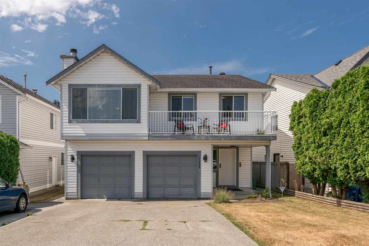 Main Photo: 11623 WARESLEY Street in Maple Ridge: Southwest Maple Ridge House for sale : MLS® # R2198043