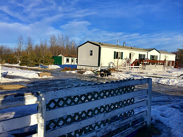 "Main Photo: 13739 WOLSEY SUBDIV in Fort St. John: Fort St. John - Rural W 100th Manufactured Home for sale in ""WOLSEY SUBDIVISION"" (Fort St. John (Zone 60))  : MLS® # N232946"