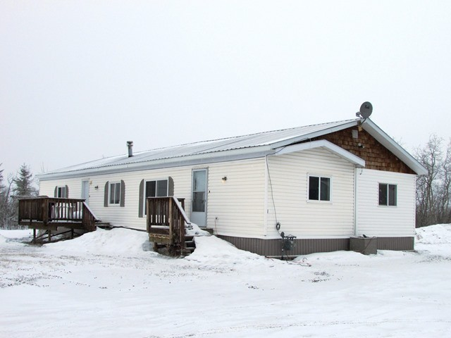 "Main Photo: 5246 PEACEVIEW Road in Fort St. John: Fort St. John - Rural E 100th Manufactured Home for sale in ""NORTH TAYLOR"" (Fort St. John (Zone 60))  : MLS® # N233162"