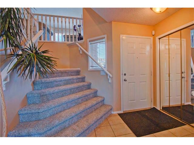 Photo 2: 125 SPRING Crescent SW in Calgary: Springbank Hill House for sale : MLS® # C4077797