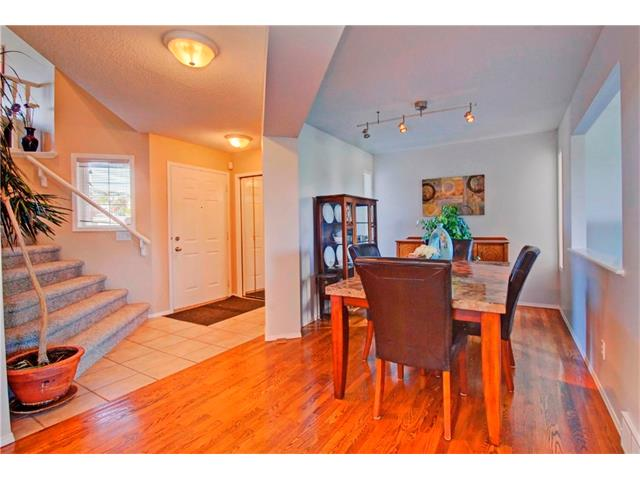 Photo 3: 125 SPRING Crescent SW in Calgary: Springbank Hill House for sale : MLS® # C4077797