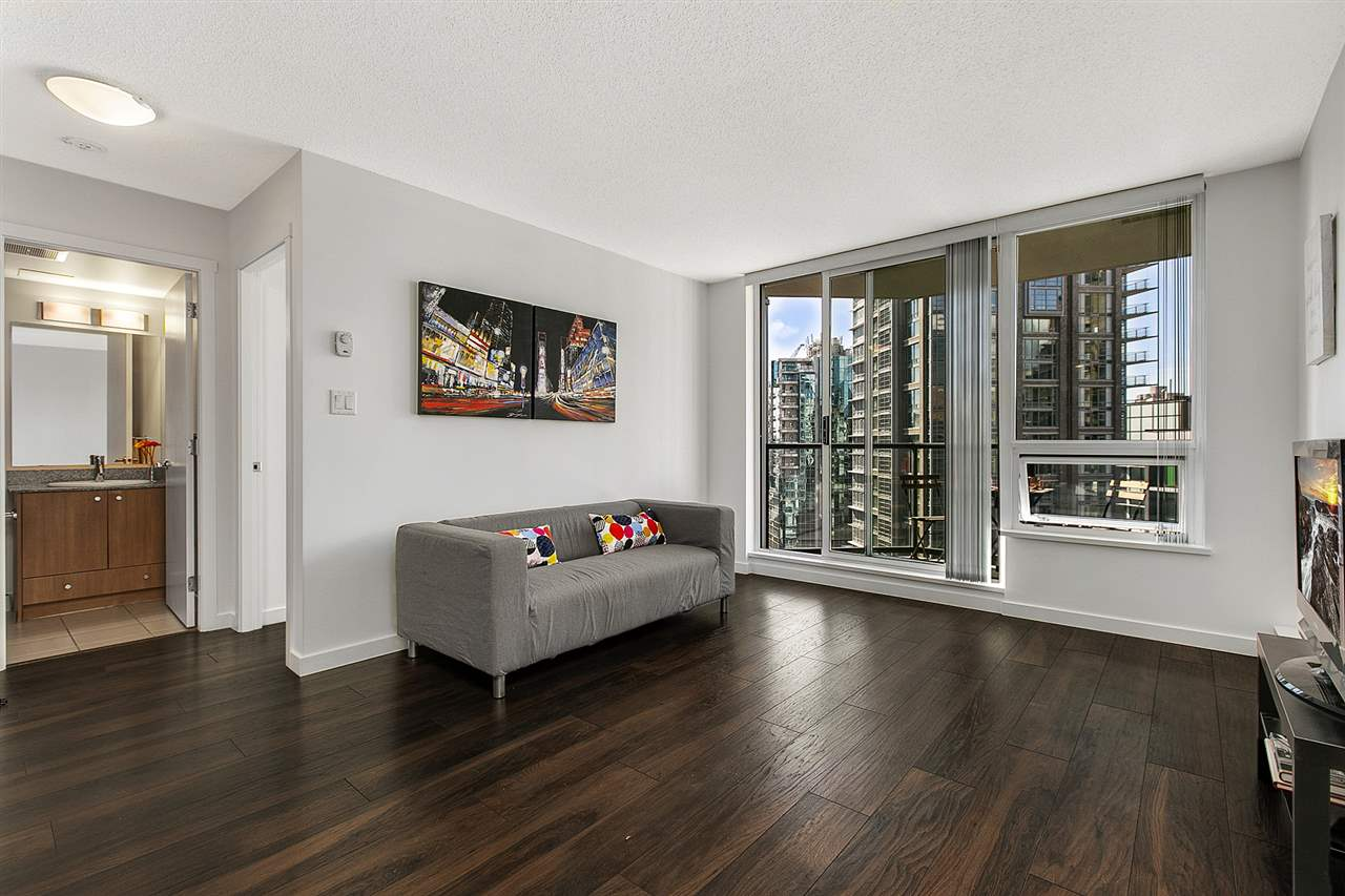 FEATURED LISTING: 1506 - 1212 HOWE Street Vancouver